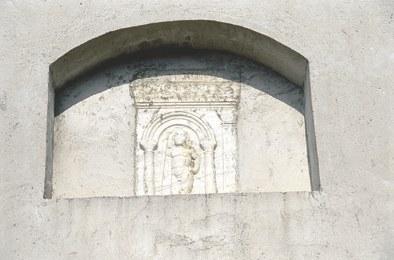 Fregio in pietra di probabili origini longobarde.