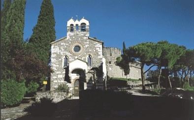 Cappella di Santo Spirito (1398), entro la cinta murata.