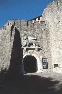Dettagli delle mura del castello di Gorizia.