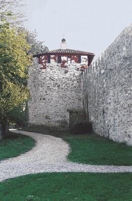 Mura del castello di San Floriano.