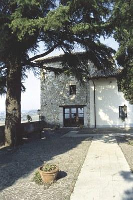 Castello di Trussio, una delle torii angolari.