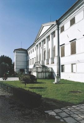 Veduta del palazzo di Castel Cosa.
