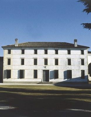 Il palazzo fortificato.