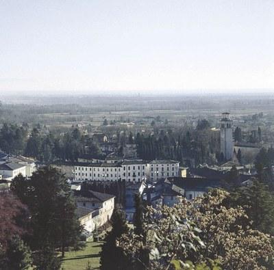 Panoramica del paese di Maniago visto dal colle del castello.
