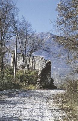 Resti del castello di Montereale.