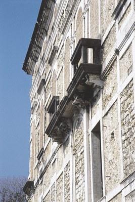 Dettaglio della facciata del castello.