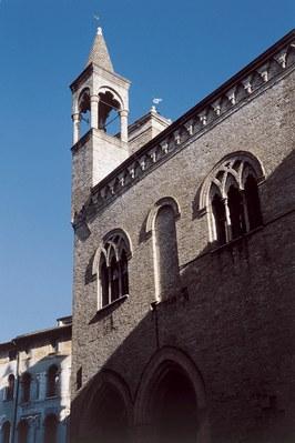 Scorcio del centro storico monumentale,con il palazzo comunale.