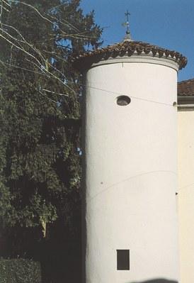 Vista della torre della casaforte,unico indizio di questo sito castellano.