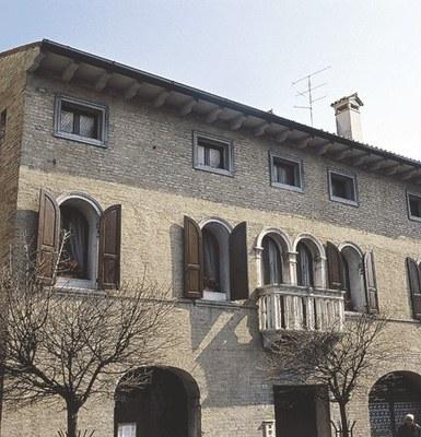Dettaglio di un palazzo in via cavour a Sacile.