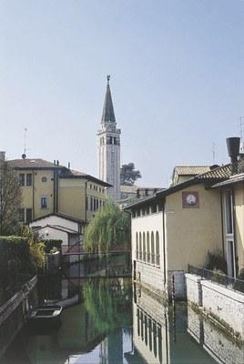 Veduta del centro storico con il Livenza.