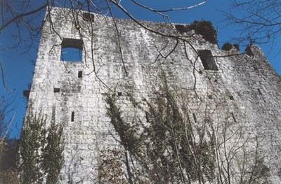 Particolare dei resti del castello.