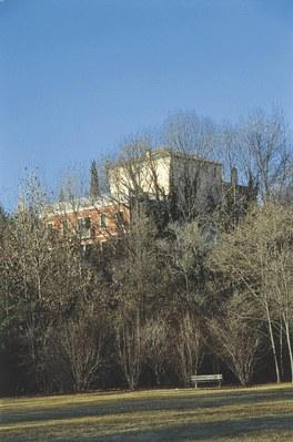 Il complesso castellano di Torre visto dal parco.