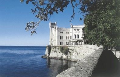 La residenza principesca dal lungomare.