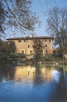Il palazzo di Ariis (villa Savorgnan) sul fiume Stella