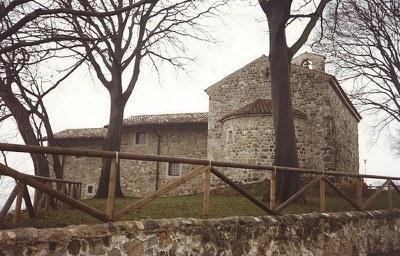 La chiesetta di S. Andrea e le case ad essa contigue