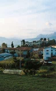 Veduta del castello rovinato dai sismi del 1976