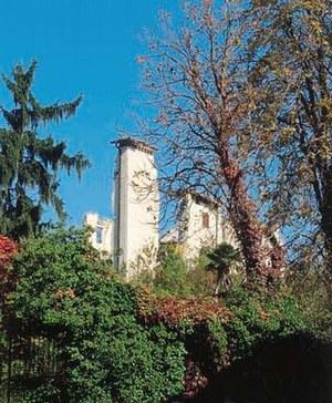 Caporiacco, veduta del castello rovinato dal sisma del 1976 (foto 1989).