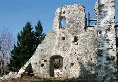 Resti del castello medievale.
