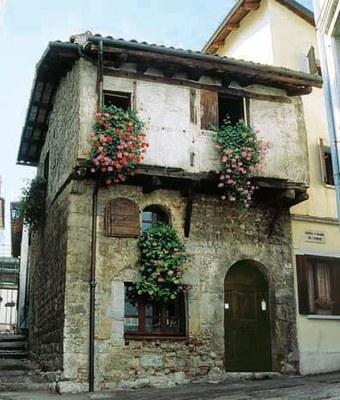 Casa artigiana medievale.