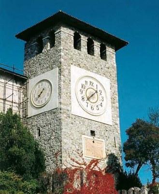 Castello di Colloredo, la torre dell' orologio a restauro ultimato.