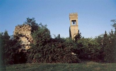 Vista dei resti del complesso castellano