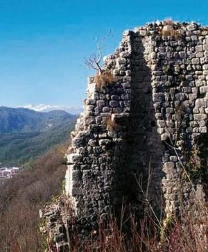 Resti del castello di Flagogna.