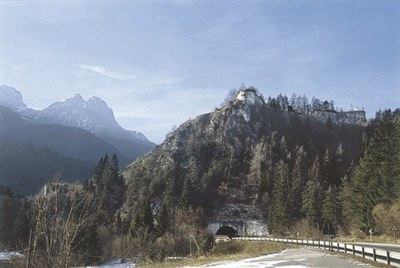 Panoramica della struttura fortificata sul colle.