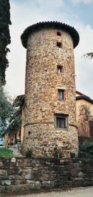 Veduta dell'elegante torre circolare quattrocentesca