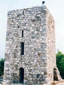 Resti della torre del castello.