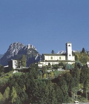 Panoramica dell'abbazia di Moggio.