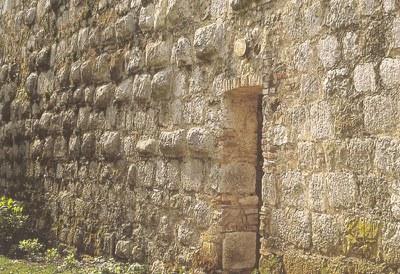 Particolare del muro fortificato