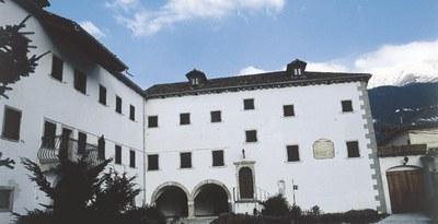 Veduta del Palazzo Velesio Calice.