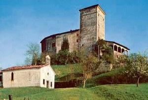 Vista del castello di Prampero con il loggiato,antecedente agli eventi sismici del 1976.