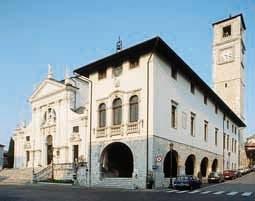 Il Duomo, al Biblioteca Guarneriana e la torre campanaria del 1538