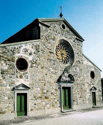 La facciata principale della chiesa di Santa Margherita.