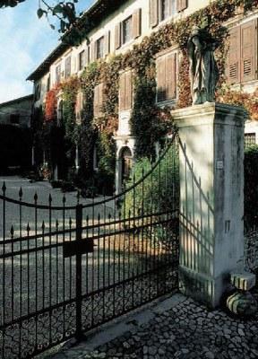 Scorcio della facciata principale