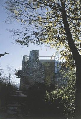 Torre Picotta, dettaglio con intervento recente.