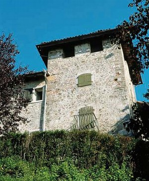 La torre sulla cinta muraria esterna.