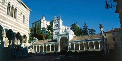 Visita del Castello e dei portici della Loggia del Lionello