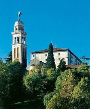 Veduta del Castello con il campanile della pieve di Santa Maria in Castello.