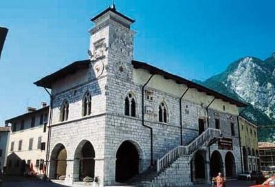 Il palazzo comunale, 1390-1410.