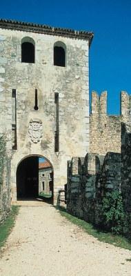 Torre portaia cinquecentesca con le feritoie per il ponte levatoio