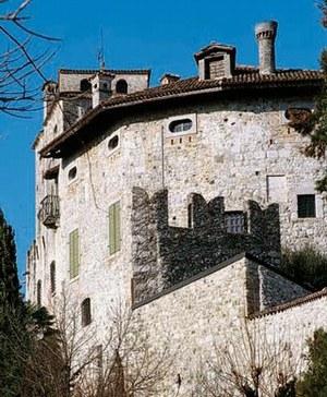 Vista del Castello di Villalta da sud-ovest.